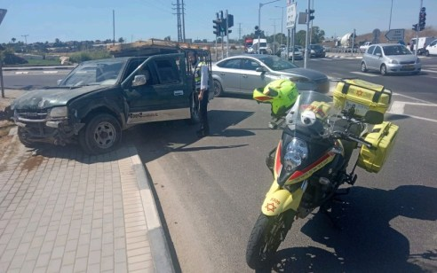 פצוע בינוני בתאונה בין 2 רכבים בכביש 40 צומת חצב