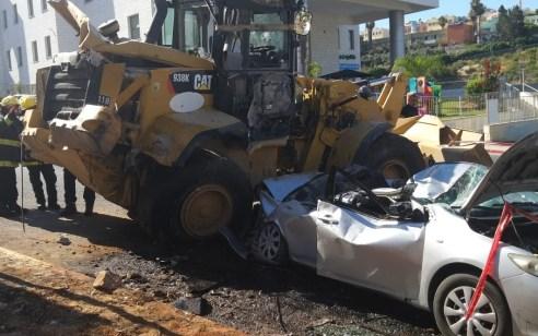 מחפרון (באגר) נפל מהר על רכב באום אל פאחם – אדם אחד נפצע קשה ושניים קל