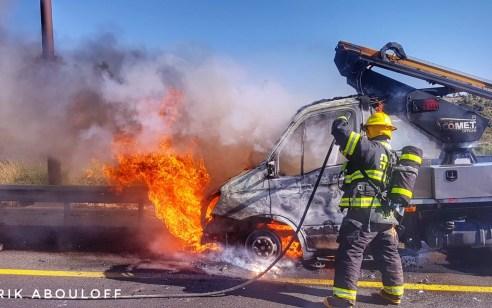 משאית עלתה באש בכביש 1 סמוך למחלף שורש – עומסים כבדים במקום