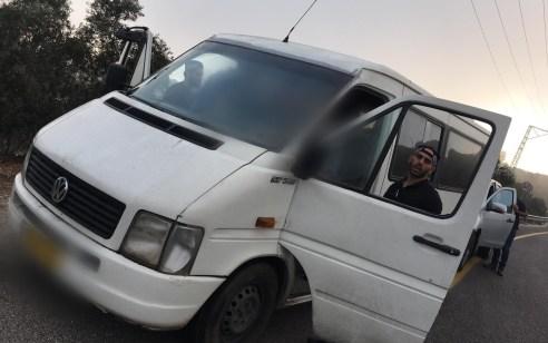 """צפו: נתפס חשוד בהסעות שוהים בלתי חוקיים באום אל-פחם – 12 שב""""חים נעצרו"""