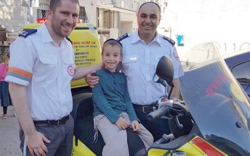 """נגד כל הסיכויים: מאיר בן השש חזר לחיים – החובשים והפראמדיקים של מד""""א שהצילו את חייו נפגשו איתו"""