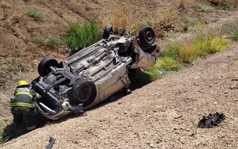 הקטל בכבישים: נערה בת 14 נהרגה ו-2 נערים נפצעו בינוני בהתהפכות רכב בגן יבנה