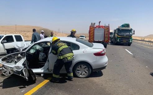 2 גברים כבני 30 נפצעו בינוני וקל בתאונה בין משאית לרכב בכביש 25 סמוך לדימונה