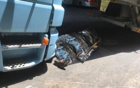 תל אביב: נהג משאית כבן 40 נמחץ למוות בין שתי משאיות