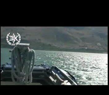 צפו בתיעוד: גבר ואישה חולצו בכנרת לאחר שנפלו מאופנוע ים מבלי יכולת לחזור לאופנוע או לחוף