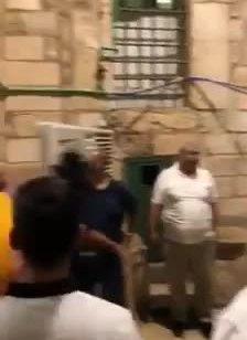 4 ערבים עוכבו בהר הבית לאחר שניסו להכניס לשער הרחמים מחיצות הפרדה המיועדות למסגד שהוואקף הקים במקום בחודשים האחרונים