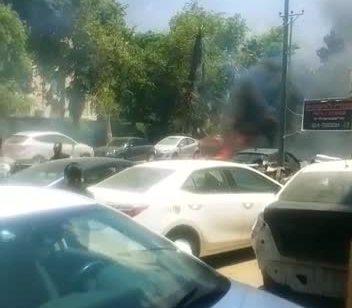 צפו: מספר רכבים עלו באש בבני ברק בעקבות כבל חשמל שנפל על עץ  וגרם לשריפה