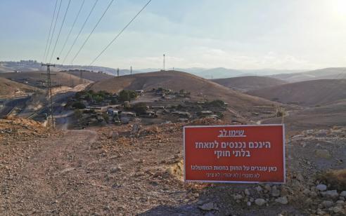 השבת אבידה: השלט של שלום עכשיו הועבר למקומו הנכון בחאן אל אחמר