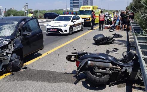 פצוע בינוני ופצוע קל בתאונה בין אופנוע לרכב סמוך לצומת גן שורק