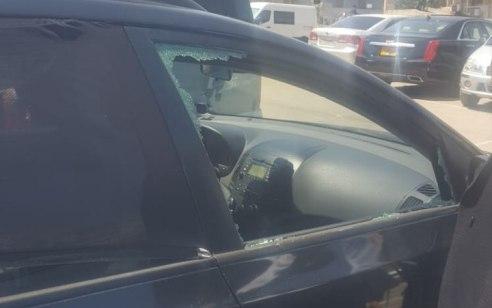 עוד אסון נמנע בבני ברק: בת שנה חולצה מרכב במצב קל – האב ששבר את החלון נפצע מהשברים