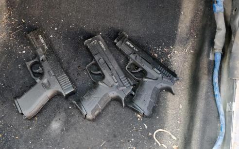 בבדיקה של רכב עם שלושה חשודים בכניסה לטול כרם אותרו שלושה נשקים – החשודים והנשק הועברו לחקירה