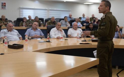 """אלוף פיקוד הצפון נפגש עם ראשי רשויות בצפון: """"אנחנו נערכים לכל האפשרויות ואם נידרש – נגיב"""""""