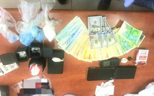 נעצר חשוד שברשותו נתפס כמויות מסחריות של סמים – כ500 מנות קוקאין ומאות כדורי אקסטזי