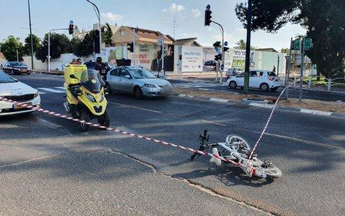רוכב אופניים חשמליים כבן 30 נפצע קשה מפגיעת רכב בקרית אונו