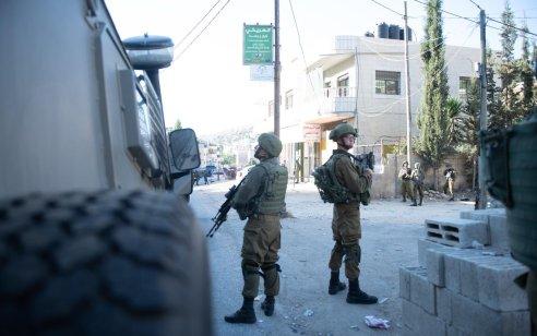 """בפשיטת מסתערבי מג""""ב נעצר אחיו של המחבל זכריה זביידי החשוד בפעילות טרור בגזרת ג'נין – תיעוד"""