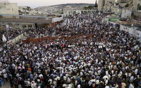 כ-150,000 איש פקדו את הכותל המערבי בשבת חזון ובתשעה באב – תיעוד