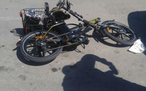 רוכב אופניים חשמליים כבן 50 נפצע קשה בתאונה בפתח תקווה