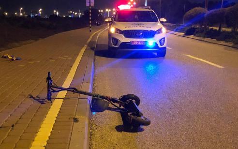 רוכב קורקינט חשמלי כבן 20 נפצע קשה בתאונה עם מונית בחולון