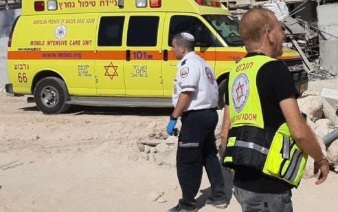פועל בן 19 נפגע מחפץ כבד באתר בנייה בחריש