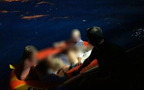 """שוטרי השיטור הימי איתרו ארבעה תיירים אמריקאים שנסחפו עם """"סירה מתנפחת"""" לעומק הים במפרץ אילת"""