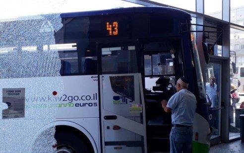 ארבעה פצועים בהתנגשות אוטובוס בקיר זכוכית בתחנה המרכזית בנתניה