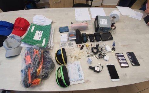 שני תיירים מגרוזיה נעצרו בחשד כי נהגו לפרוץ לכלי רכב – ברשותם נתפס רכוש החשוד כגנוב