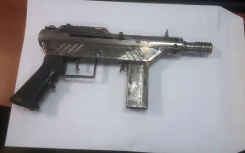 נשק צלפים ורובים מאולתרים מסוג קרלו נתפסו במבצע חיפושים נרחב ברמלה – 3 חשודים עוכבו לחקירה