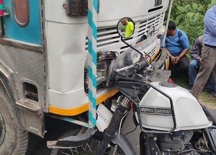 """במהלך טיול בהודו: חובשת מד""""א הצילה את חייו של אוסטרלי שנפצע קשה בתאונת דרכים"""
