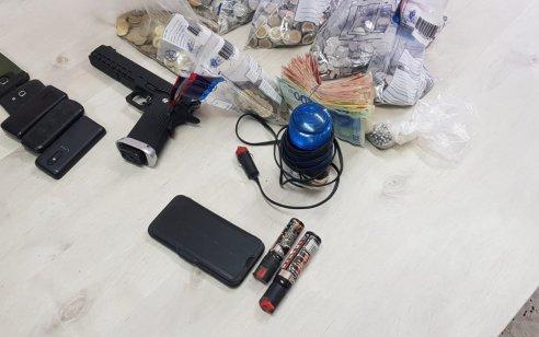 """ערנותו של מתנדב משטרה בדרך לעבודתו הביאה למעצרו של חשוד בהחזקת כלי אשר עפ""""י החשד עשוי לשמש ככלי יריה לא חוקי"""