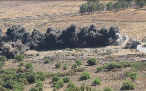 צפו: פיצוץ מבוקר של כ-100 מוקשים ונפלים ברמת הגולן מתקופת מלחמת ששת הימים