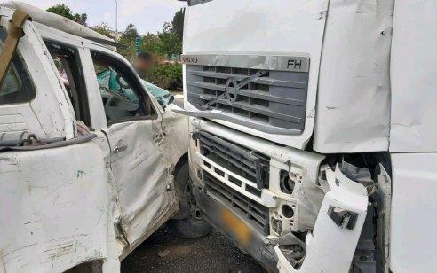 ארבעה פצועים בתאונה בין משאית לרכב בכביש 40 סמוך לצומת גינתון