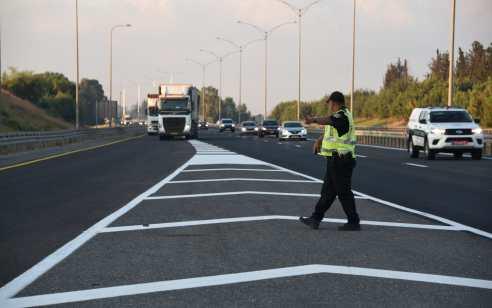 """כ-5,000 דו""""חות תנועה נרשמו במהלך השבוע האחרון, כ-700 מהם נגד עבירות הסלולר בזמן נהיגה"""