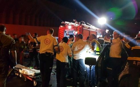 ארבעה פצועים, בהם 2 קשה, בתאונה בין רכב ומשאית בכביש 60 בין המנהרות