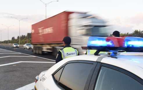 """במהלך השבוע האחרון נרשמו כ- 5,500 דו""""חות תנועה, 900 מהם בגין שימוש בטלפון נייד בזמן נהיגה"""