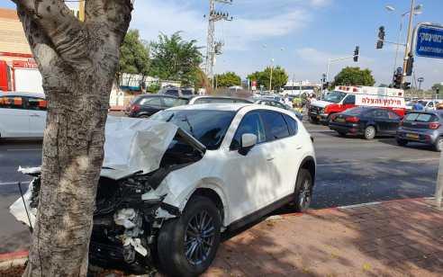 שני פצועים בינוני ואחד קל בתאונה בין שני רכבים באשדוד