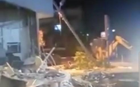 תיעוד: הגיעו עם טרקטור ועקרו את הכספומט – המשטרה פתחה בסריקות