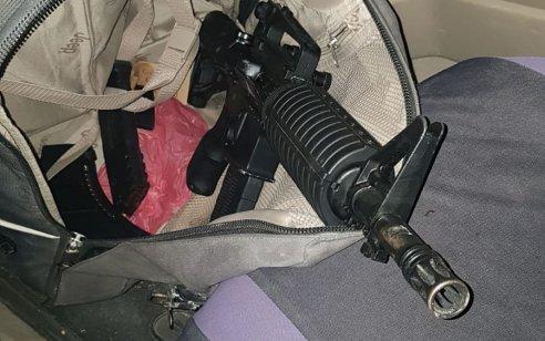 שני ערבים מטייבה נעצרו לאחר שהחזיקו ברכבם אמצעי לחימה