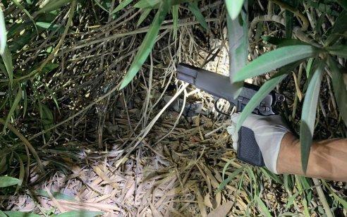 בלשי המשטרה עצרו 2 תושבי משהד עם אקדח ושלשום עצרו עורך דין וחשוד נוסף מכפר כנא שברכבם נתפסו אקדח ותחמושת