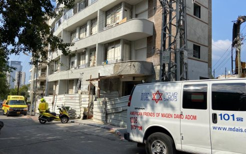 פועל בן 40 נפל מגובה באתר בנייה בגבעתיים – מצבו בינוני