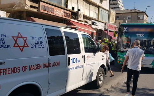 הולכת רגל בת 29 נפגעה מאוטובוס בחיפה – מצבה קשה