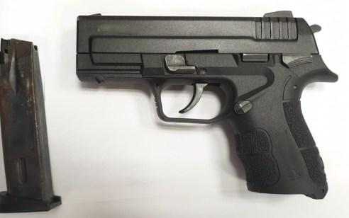 """""""לא היה מרוצה מהתקליטן"""": תושב חדרה מואשם באיום עם אקדח על חתן וכלה"""