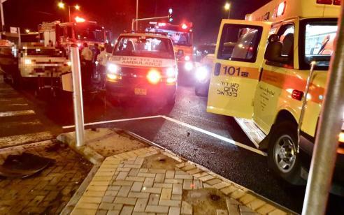 פצועים בינוני וקל בתאונה בין 2 רכבים בכביש 4 סמוך לצומת אבא הלל סילבר