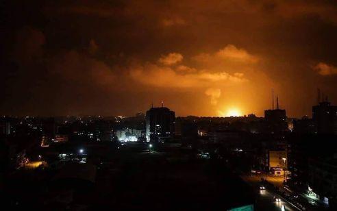 """צה""""ל תקף יעדי טרור של חמאס בעזה – אזעקה הופעלה באשקלון בעקבות ירי לעבר מטוסים"""