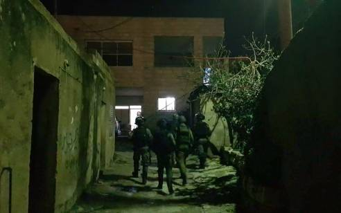 הלילה נעצרו 12 מבוקשים פעילי טרור