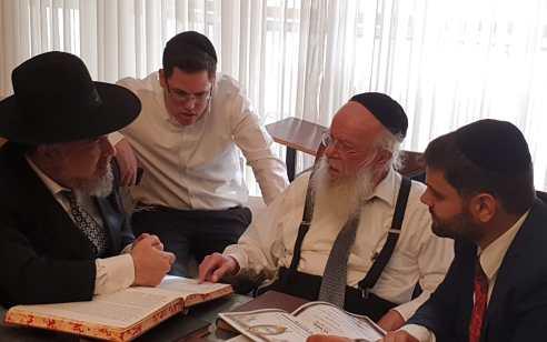"""בברכת גדול הדור: כשרות ופיקוח איגוד הרבנים בישראל קיבלו את ברכתו של הגאון רבי חיים וואלקין שליט""""א גדול הדור וזקן המשגיחים"""