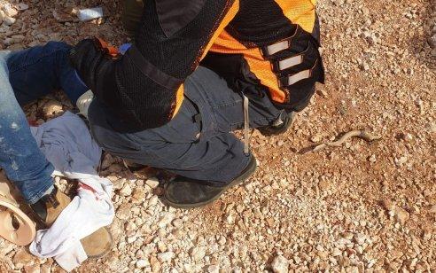 שני פצועים בינוני בהתהפכות משאית במושב שְׁתוּלָה
