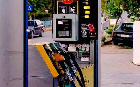 """במוצאי שבת מחירי הדלק עולים: המחיר לליטר בנזין 95 יעלה 6.16 ש""""ח לליטר – עלייה של 4 אג'"""