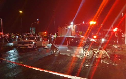 אם בת 35 וביתה בת 3 שבועות נהרגו וחמישה נפצעו בתאונה בין מספר רכבים בכביש 443 צומת גבעת זאב