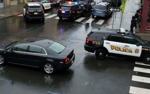 חמושים פתחו בירי במכולת כשרה בניו ג׳רזי ארה״ב: קצין משטרה, שלושה אזרחים ושני החשודים נהרגו –  מצוד אחרי חשוד נוסף
