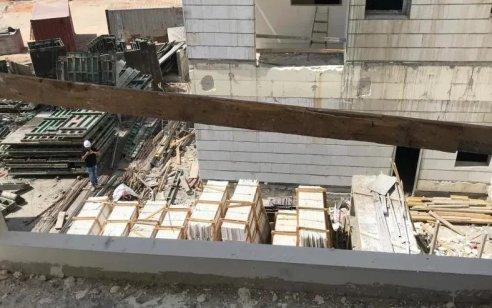 פועל כבן 30 נהרג מפגיעת חפץ כבד באתר בנייה בבאר יעקב